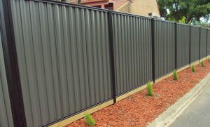 How to maintain a metal fence